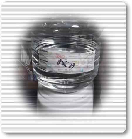 2012年2月22日ウォーターディスペンサーにボトルをセット.JPG
